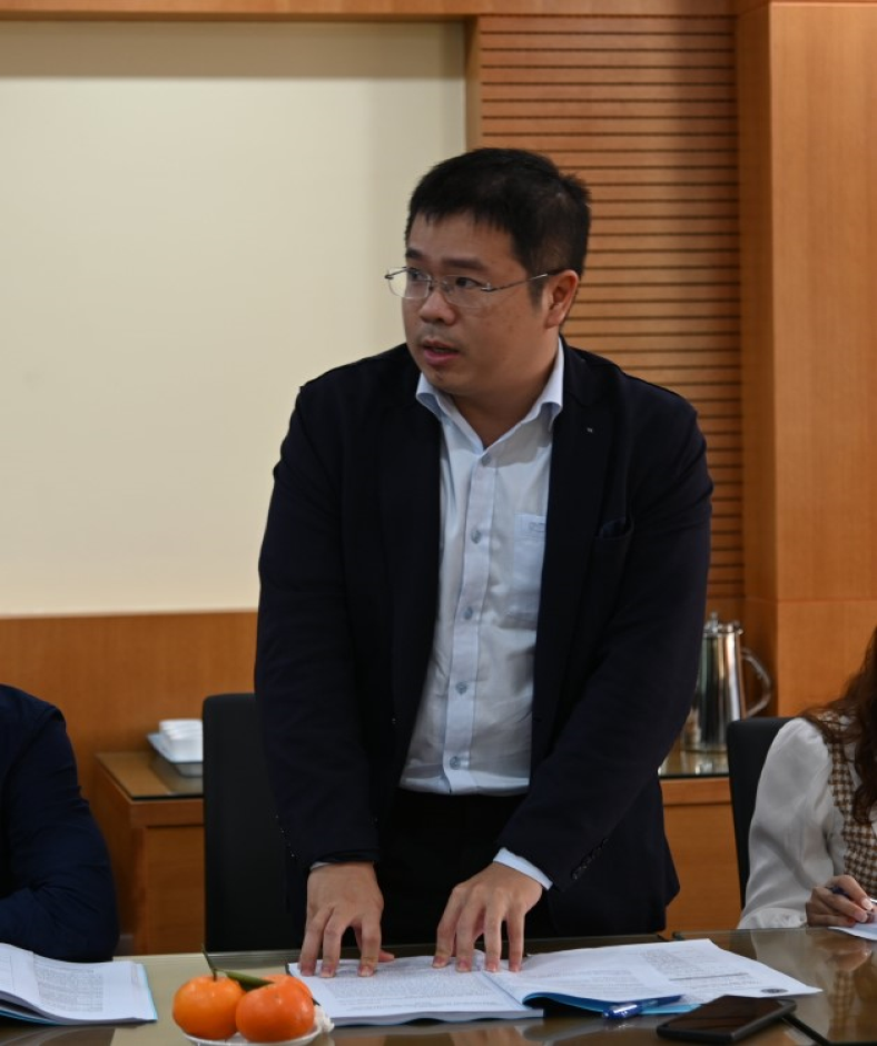 """Mediator Ha Cong Anh Bao presented in the  Seminar """"The current legal status and practice of online dispute resolution in arbitration, mediation"""""""